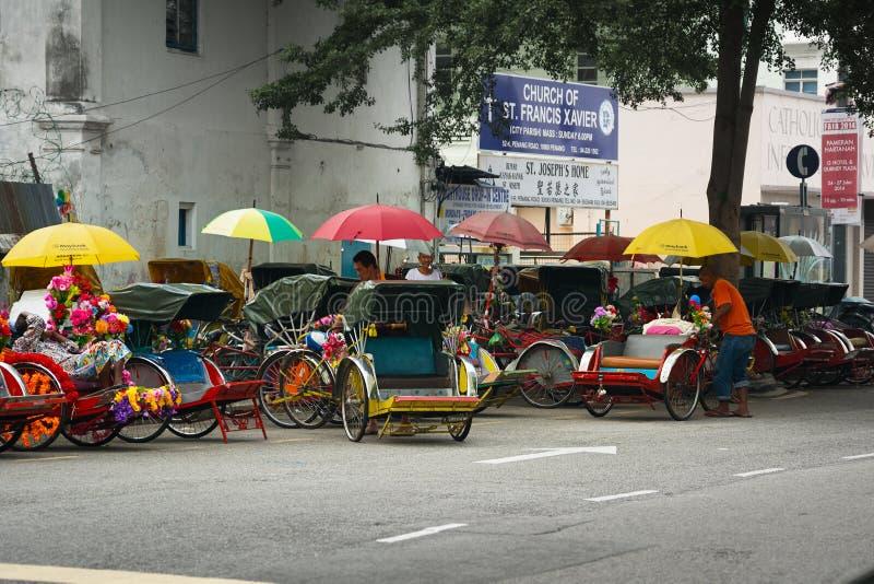 MALEISIË, PENANG, GEORGETOWN - CIRCA-JULI 2014: Cyclusriksja's o royalty-vrije stock foto's