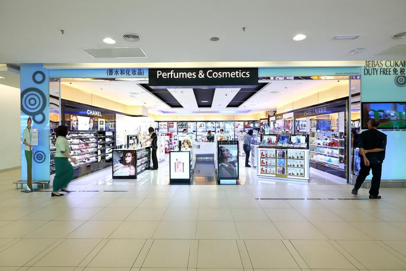 Maleisië: Penang internationale luchthaven na immigratiecontrole in kleinhandels daarna royalty-vrije stock afbeelding