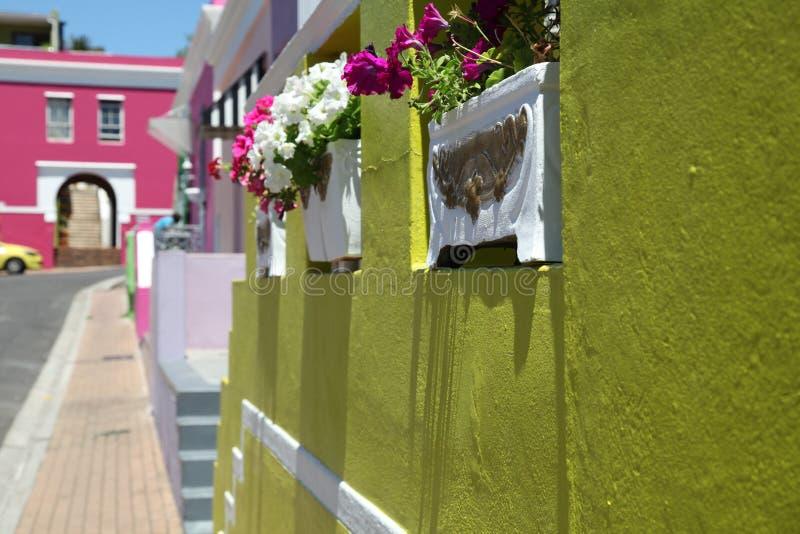 Maleisisch Kwart, BO-Kaap, Cape Town, Zuid-Afrika Historisch gebied van helder geschilderde huizen in het stadscentrum stock foto's