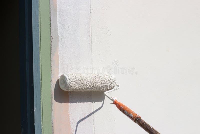Malen Sie bruch Farbe auf Wand stockfotografie