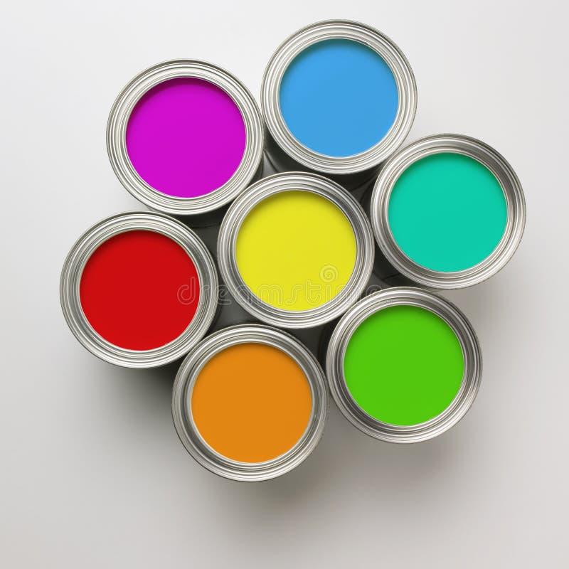 Malen Sie Dosen in einem Kreis lizenzfreies stockbild