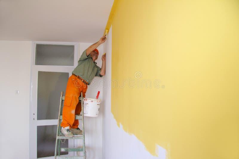 Maler in der Tätigkeit stockfoto