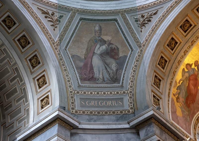 Malerei des Heiligen Gregorius geschützt durch das Geflecht innerhalb der Esztergom-Basilika, Esztergorm, Ungarn stockfotos