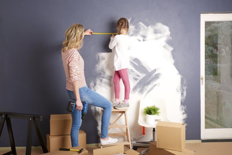 Malereiwand im neuen Haus stockfoto