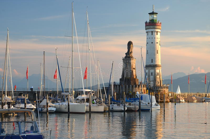 Malerische Ansicht über den Eingang des Hafens in Lindau-Insel auf See Bodensee, Deutschland stockfoto