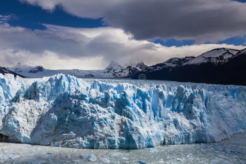 Malerische Berglandschaft mit Perito Moreno Glacier lizenzfreies stockfoto