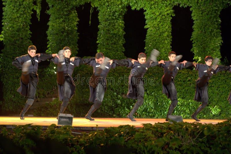 Malerische georgische männliche Tänzer lizenzfreie stockbilder