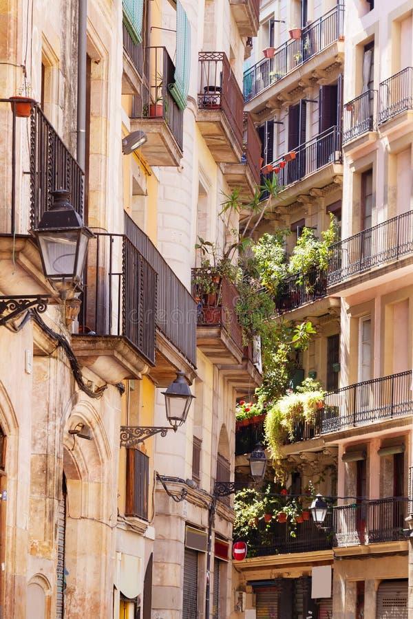 Malerische Häuser von Barri Gotic lizenzfreies stockbild