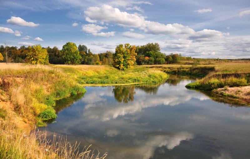 Malerische Herbstlandschaft lizenzfreie stockbilder