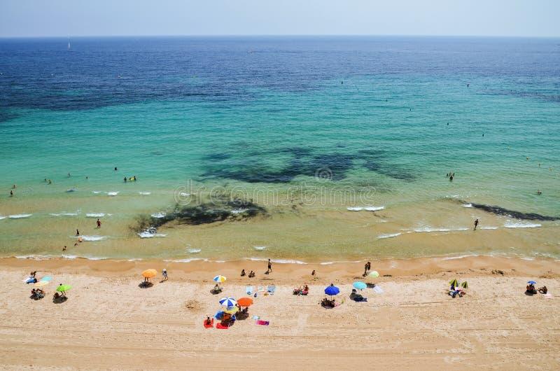 Download Malerische Landschaft Des Sandigen Strandes In Calpe, Spanien Redaktionelles Bild - Bild von nave, leute: 96927645