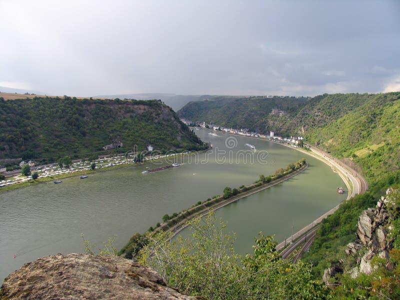 Malerische Landschaft vom mittleren Rhein Ansicht von oben genanntem von Lorelei schaukelt an St. Goarshausen, Katz Castle lizenzfreies stockbild