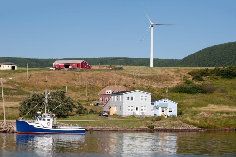 Malerische landwirtschaftliche Szene mit Windmühle lizenzfreies stockbild