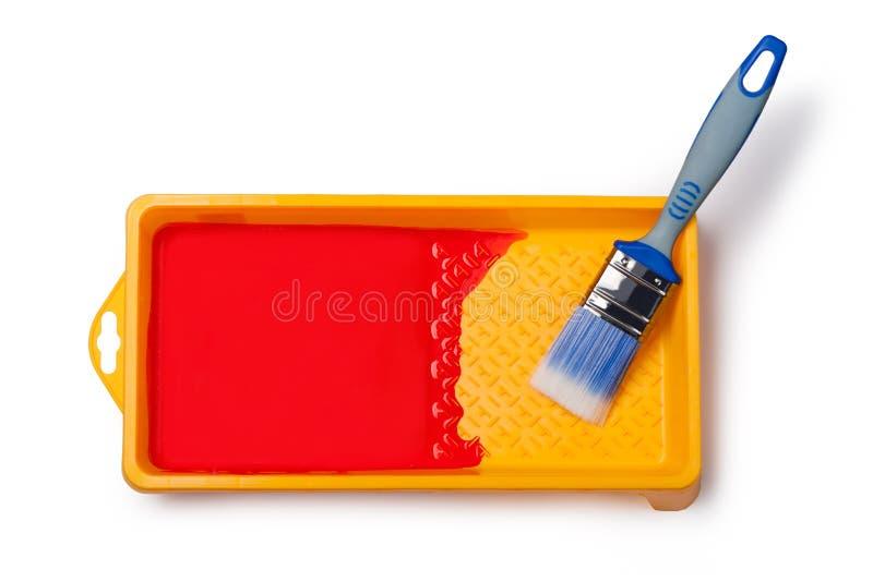 Malerpinsel mit rotem Lack stockbild
