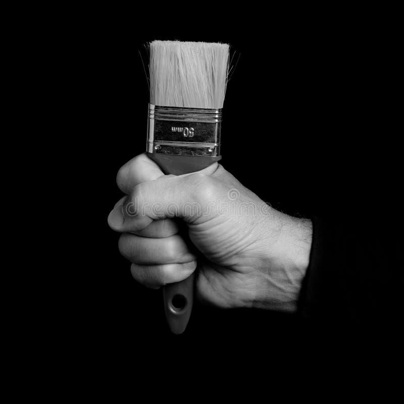Malerpinsel - Werkzeuge in einer Mann ` s Hand stockfotografie