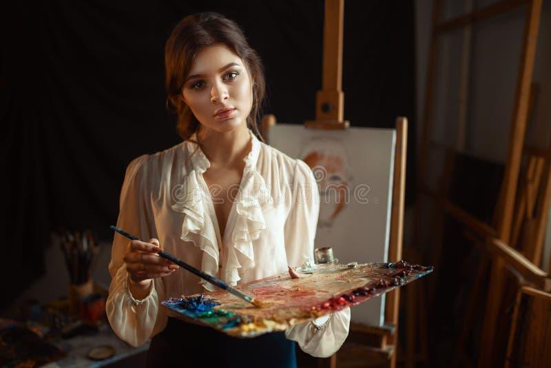 Malerzeichnung mit Farbpalette und -bürste stockfoto