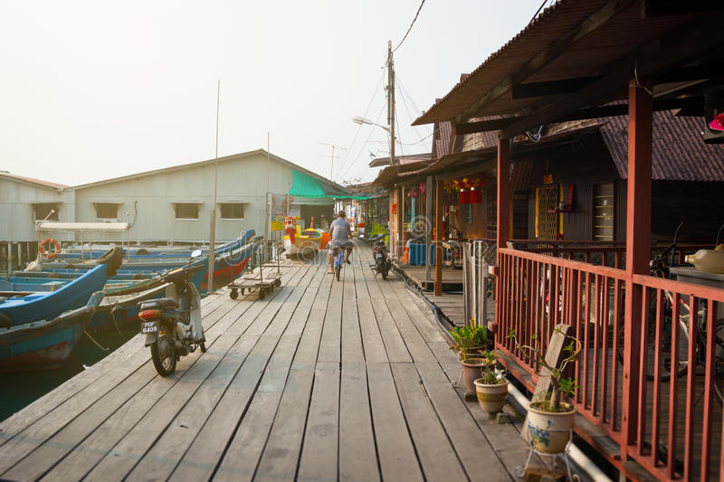 MALEZJA, PENANG, GEORGETOWN - OKOŁO JUL 2014: Ten boardwalk al obraz stock