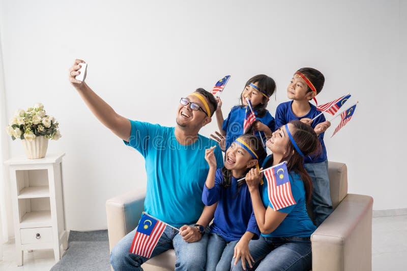 Malezja rodzina z dzieciaka wp8lywy selfie fotografia stock