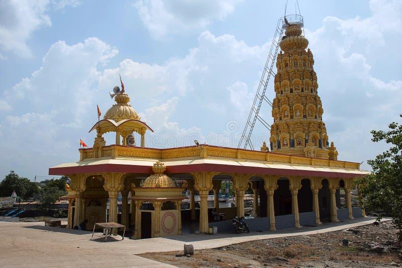 Malganga tempel nära vid Nighoj, Ahmednagar område, Maharashtra royaltyfria foton