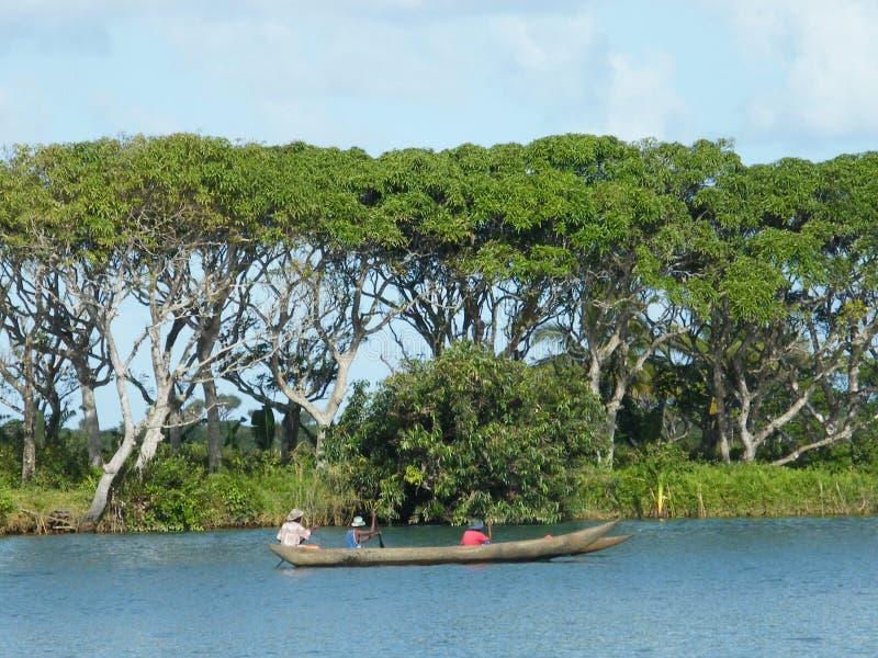 Malgaxe nativo no barco imagem de stock