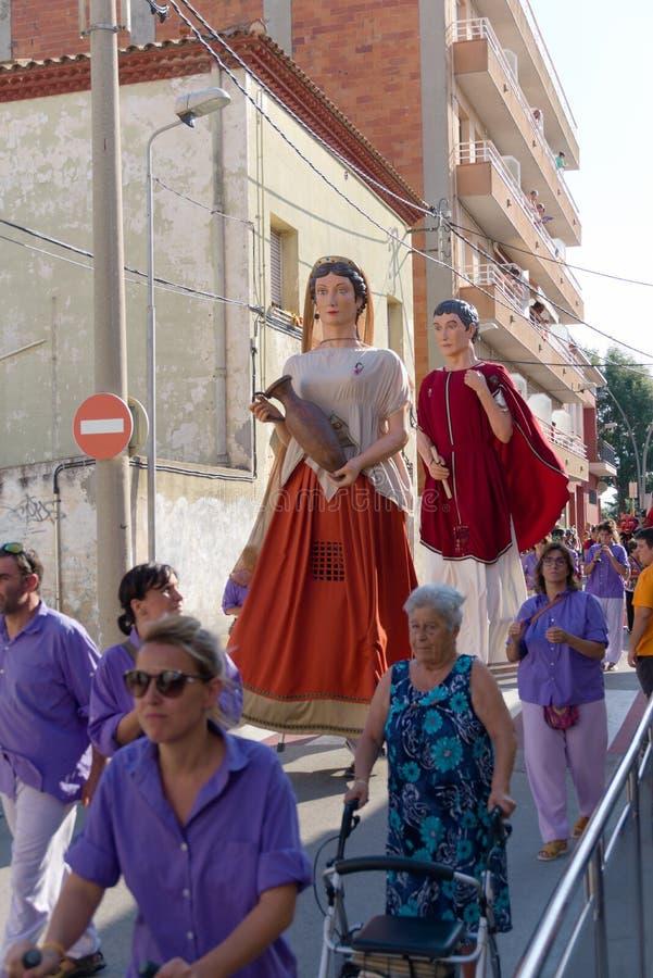 Malgrat de Fördärva, Catalonia, Spanien, Augusti 2018 Karneval på gatorna av staden arkivbilder