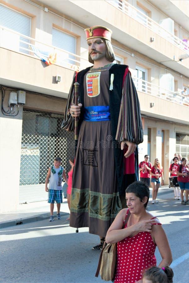 Malgrat De mars, Espagne, août 2018 Le festival sur les rues de la ville, la figure du roi de la Catalogne photos libres de droits