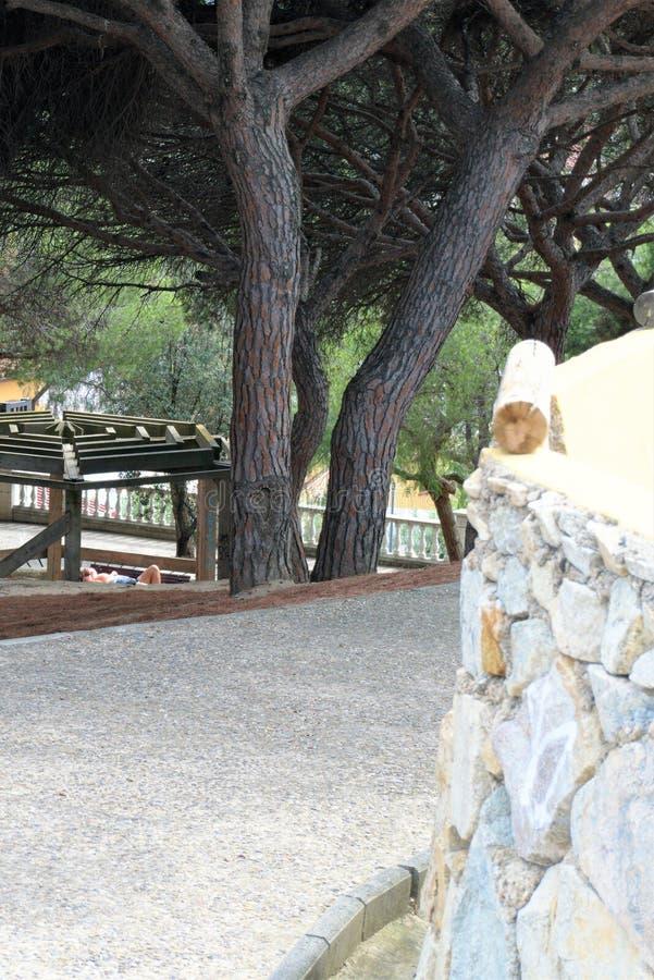 Malgrat de marzo, Spagna, agosto 2018 Un angolo del parco della città un giorno di estate caldo fotografie stock