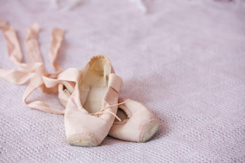 Mali baletniczy buty odizolowywający obrazy royalty free