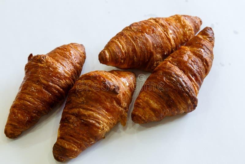 Mali croissants nad bielem śniadanie obraz royalty free