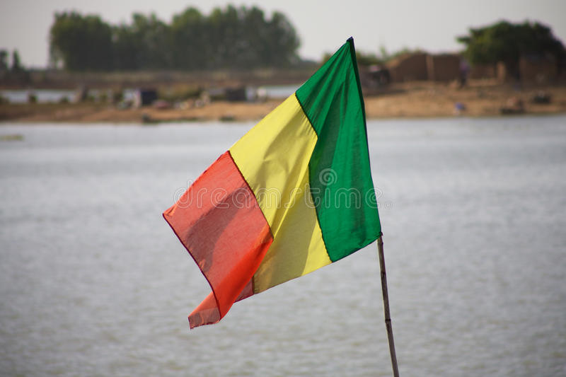 Mali Flag mit dem Niger stockfotos