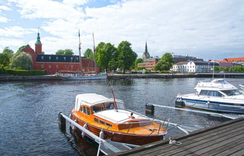 Mali motorboats Nissan rzeczny Halmstad Szwecja fotografia royalty free