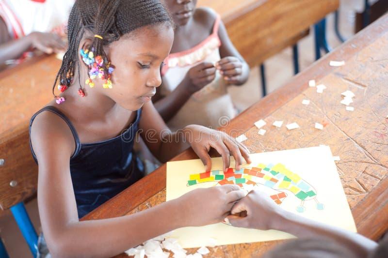 Mali - retrato do close up de um estudante preto fêmea fotografia de stock