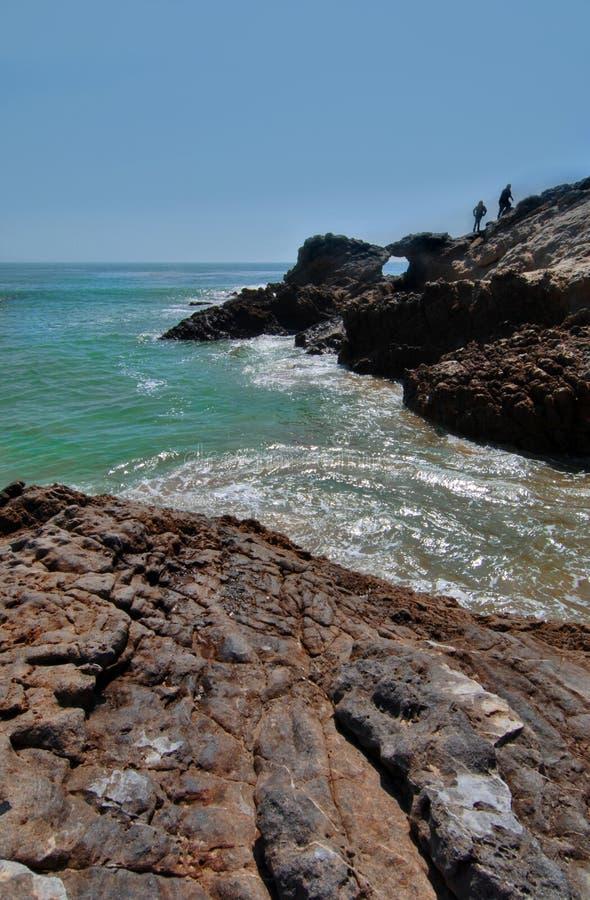 malibu hikers скалы california пляжа стоковое фото rf