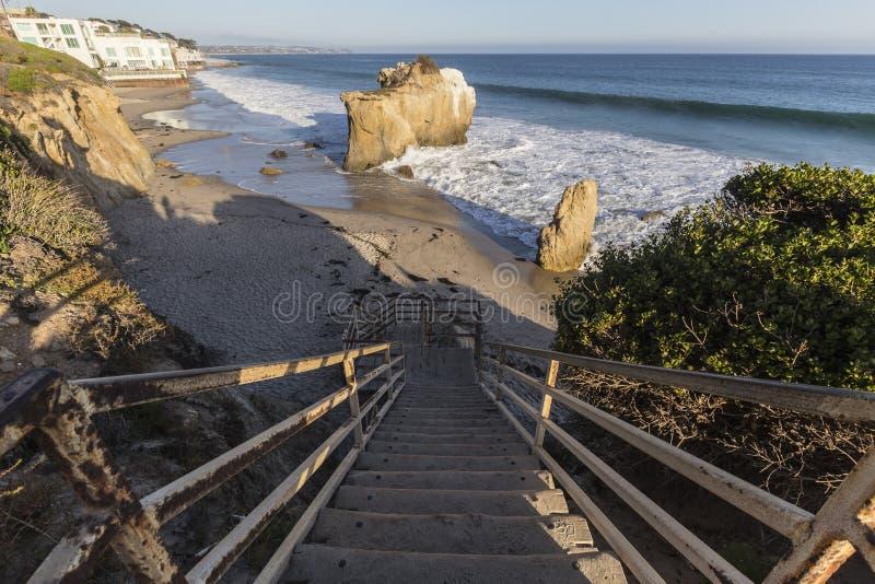 Malibu Kalifornien El matador State Beach Stairs royaltyfria bilder