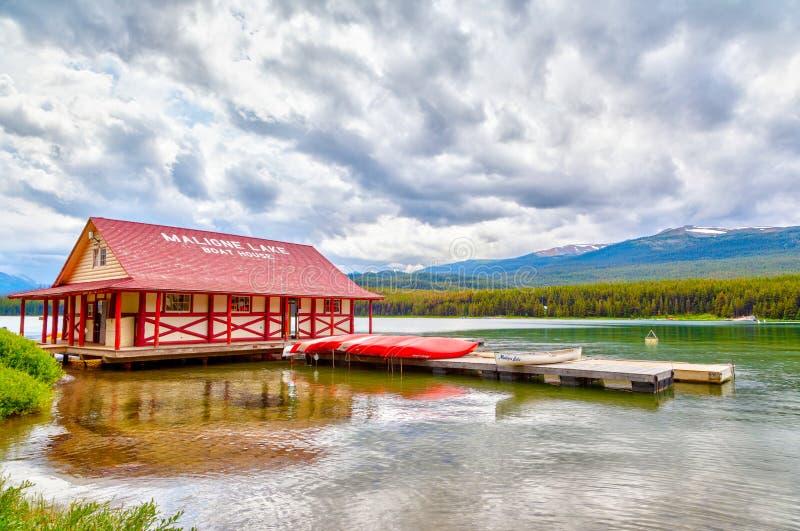Maligne湖在贾斯珀国家公园在亚伯大加拿大 免版税库存图片