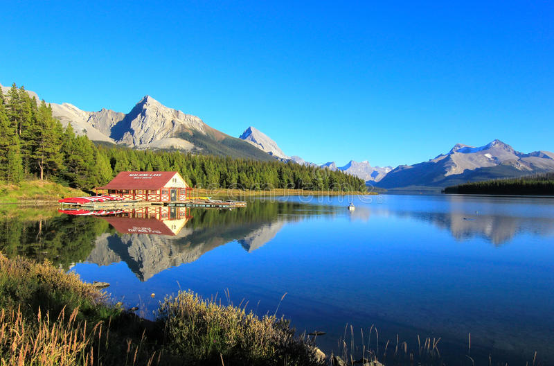 Maligne湖在贾斯珀国家公园,亚伯大,加拿大 图库摄影