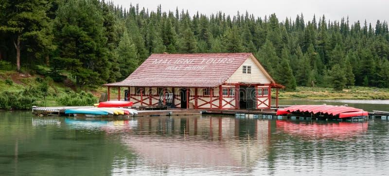 MALIGNE湖,碧玉全国PARK/ALBERTA - 8月10日:蟒蛇 免版税库存图片