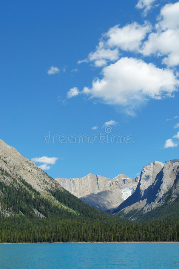 Download Maligne Lake And Rocky Mountains Royalty Free Stock Images - Image: 5067589