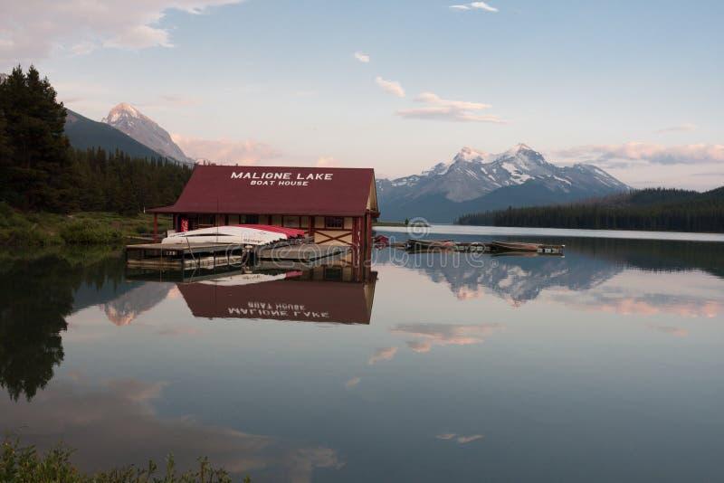 Malignemeer in Jaspis nationaal park, Alberta, Canada - Voorraad royalty-vrije stock fotografie