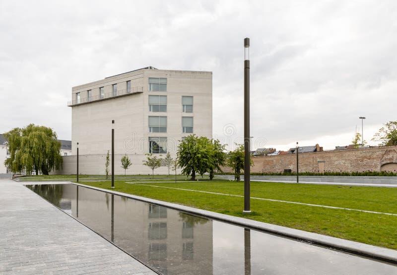 Malines, Belgio - 6 maggio 2019: Memoriale di Kazerne Dossin in commemorazione dell'olocausto, progettato da Bob Van Reeth immagini stock libere da diritti