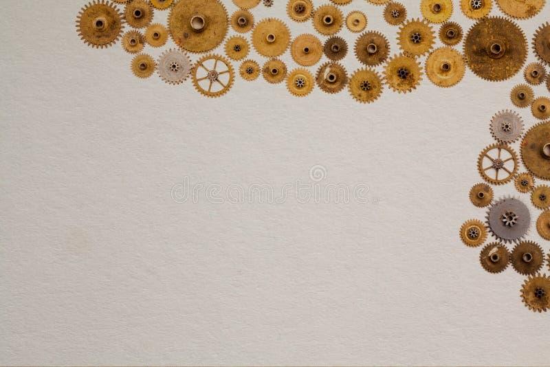 Mall för design för industriellt maskineri för tappningmanuskript Åldriga kuggar utrustar urverkdelar på vit texturerat papper arkivfoto