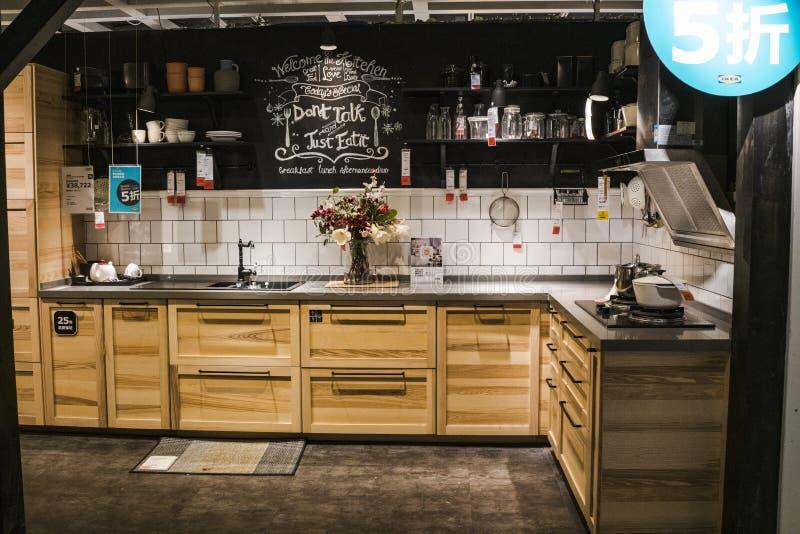 Mall Shenzhens IKEA, KüchenBildschirmbereich IKEA ist ein Entstehen von einer nordischen Lagerkette, verkauft es zusammengebaute  stockfoto