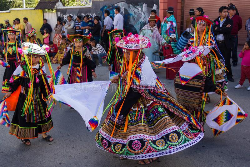 Mallasala Paz Bolivia - 2 Februari 2014: Traditioneel gekleed stock afbeelding