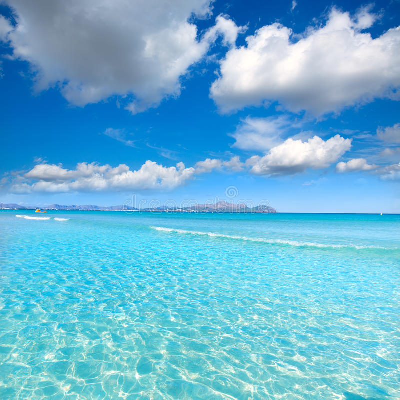 Mallorca puede playa de Picafort en la bahía Majorca del alcudia fotografía de archivo