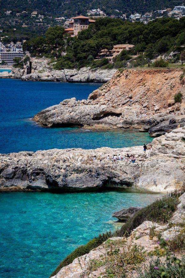 Mallorca, Spanje; 22 maart, 2018: meningen van paradisiacal inhammen van royalty-vrije stock fotografie