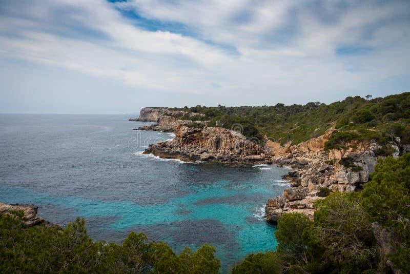 Mallorca, Spanje; 17 maart, 2018: meningen van paradisiacal inhammen van stock afbeeldingen