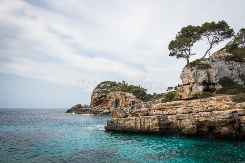 Mallorca, Spanje; 17 maart, 2018: meningen van paradisiacal inhammen van stock afbeelding