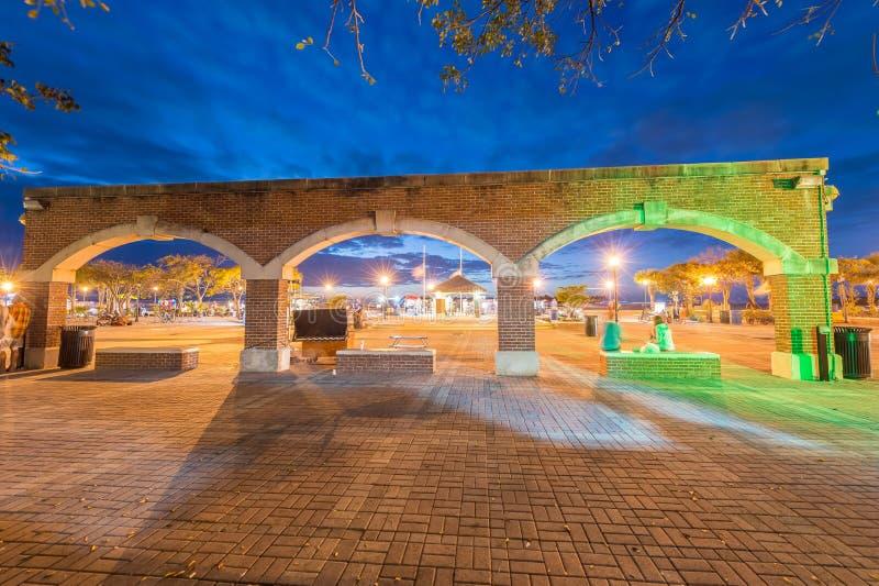 Mallory Square med den forntida bågen på natten, Key West fotografering för bildbyråer