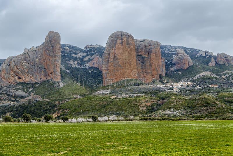 Mallos De Riglos è le rocce pittoresche a Huesca Spagna immagine stock