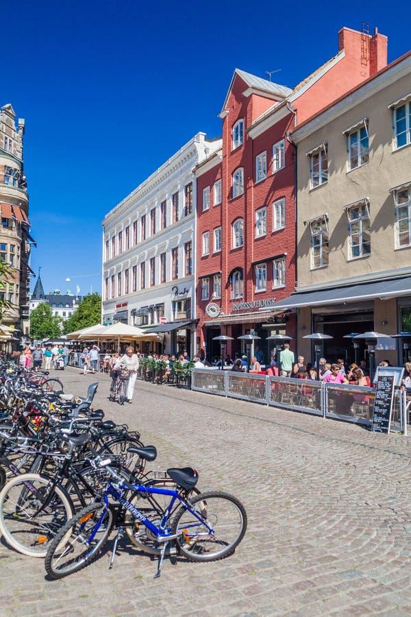 MALMÖ, SUÈDE - 27 AOÛT 2016 : Vieux bâtiments à la place de Lilla Torg à Malmö, Suédois images libres de droits