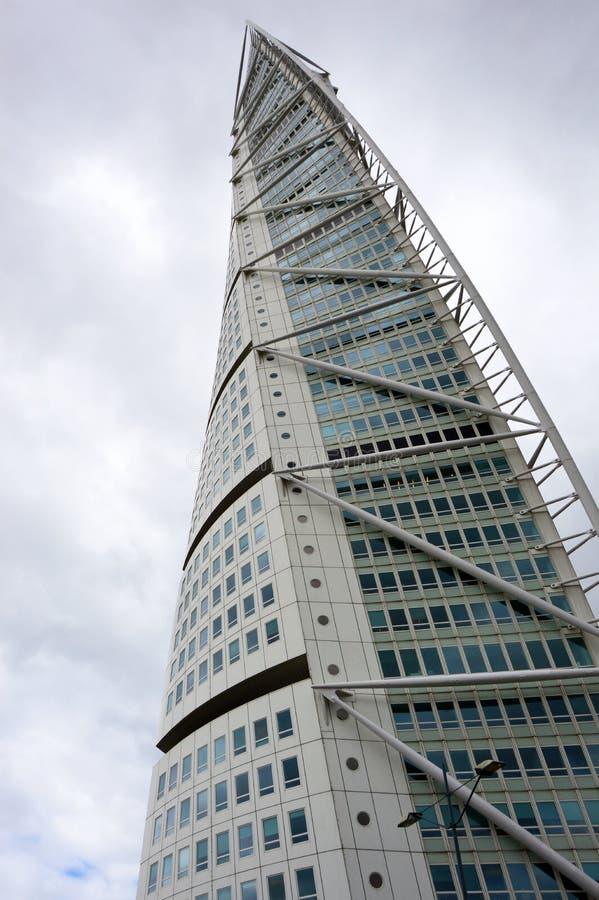 MALMÖ, SUECIA - 31 DE MAYO DE 2017: El torso de torneado diseñado por Santiago Calatrava es el edificio más alto de Escandinavia imagenes de archivo